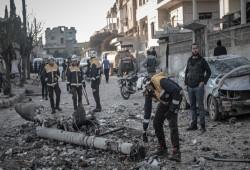 أسوأ موجة نزوح.. 35 شهيدًا بإدلب جراء القصف الروسي وقوات بشار