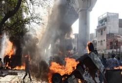 حرق أحياء المسلمين في دلهي.. من هنا مر الإرهاب الهندوسي