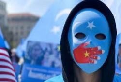 """ناشط إيجوري: """"كورونا"""" وصل معسكرات الاعتقال والسلطات الصينية تمنع الأدوية"""