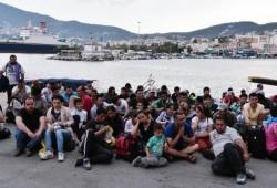 موجات هجرة اللاجئين السوريين تتدفق على أوروبا.. واليونان تقمعهم