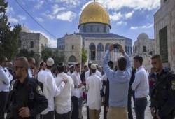 اقتحام المسجد الأقصى واعتقال 12 فلسطينيا وشهيد جديد بفلسطين