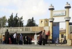 """بعد انتظارهم بالساعات.. """"برج العرب"""" يمنع الزيارات وسط قلق حاد على صحة المعتقلين"""