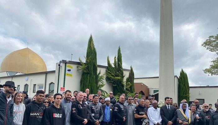 """رغم كورونا.. الآلاف يستذكرون ضحايا """"مجزرة المسجدين"""" في نيوزيلندا"""
