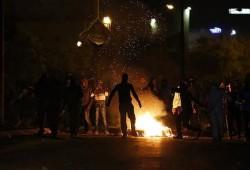 اعتقالات بالعيسوية والاحتلال يطلق الرصاص وقنابل الغاز جنوب غزة