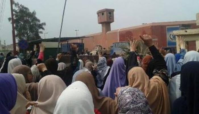 """سجون السيسي تستغل """"كورونا"""" لنهب المعتقلين"""