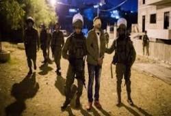 """العدو يعتقل 16 فلسطينيا بينهم قيادي بـ""""حماس"""" وإصابات إثر اقتحامات للضفة"""