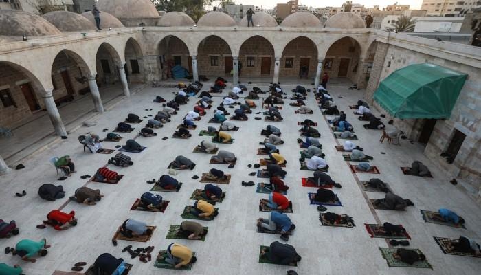 الفلسطينيون يؤدون صلاة العيد.. وشرطة الاحتلال تعتدي على مصلى بالقدس