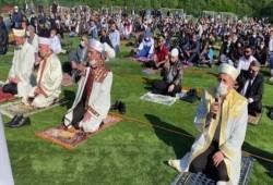 ملايين المسلمين أدوا صلاة العيد في الأماكن المفتوحة بعدة دول