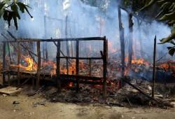 فظائع مروعة.. صور أقمار صناعية تظهر إبادة قرية لمسلمي الروهينجيا