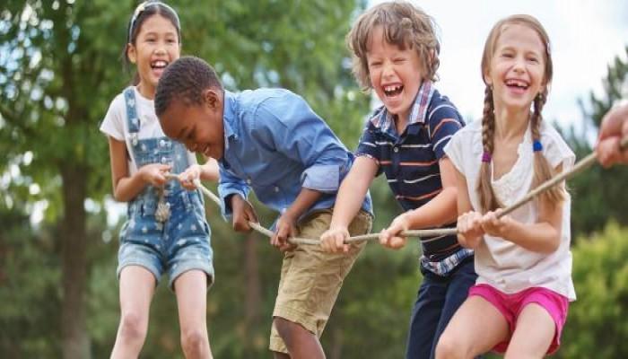 أخطاء كارثية يرتكبها الآباء في تربية الأطفال تدمر بناء شخصياتهم