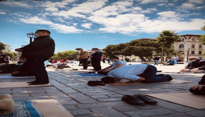 """نشطاء يتداولون مقاطع لأول صلاة جمعة بـ""""آيا صوفيا"""""""