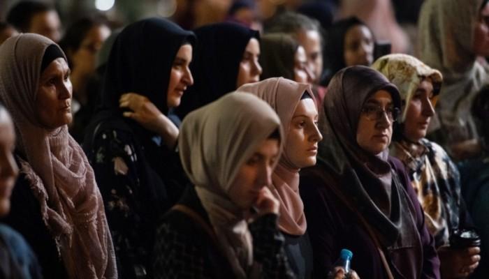 مسلمات بأستراليا يطهين وجبات مجانية للعائلات المتعثرة خلال ثاني إغلاق لمدينة ملبورن