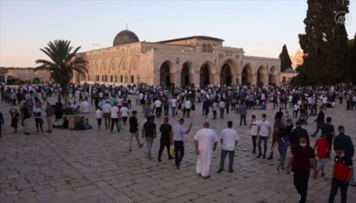 """عشرات الآلاف يؤدون صلاة العيد بـ""""الأقصى"""" رغم قيود """"كورونا"""""""