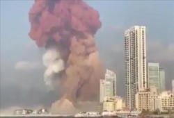 """بيروت """"مدينة منكوبة"""".. عشرات القتلى وآلاف الجرحى بمنطقة الميناء"""