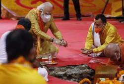"""الحكومة الهندية تضع حجر أساس معبد هندوسي على أنقاض مسجد """"بابري"""""""