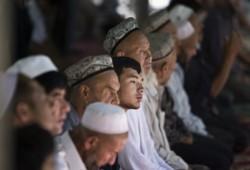 بعد إخفائه 7 شهور في معتقلاتها.. شاب إيجوري يفضح جرائم الصين بحق المسلمين