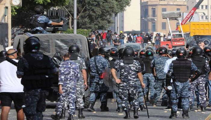 قوات الأمن اللبنانية تطلق الغاز المسيل للدموع على متظاهرين في بيروت
