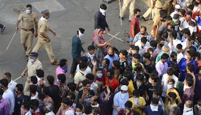 """بسبب إساءة للنبي """"محمد"""" على فيسبوك.. اشتباكات بين الشرطة ومتظاهرين بمدينة بنغلور الهندية"""