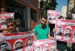 الاحتلال الصهيوني يمنع السلع.. ووقفة في غزة تدعم المعتقلين بالسجون