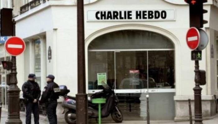 تشجيعا لإساءتها للإسلام.. 100 منصة إعلامية تتضامن مع شارلي إيبدو!