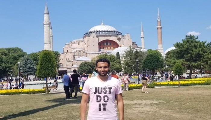 مصري يكشف تفاصيل احتجازه بقنصلية بلاده بإسطنبول