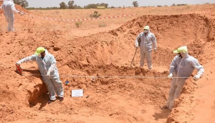 ميدل إيست آي: حقول موت بترهونة.. جرائم ارتكبتها قوات حفتر الانقلابي