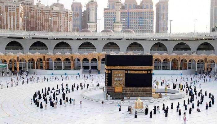 """فرحة للمسلمين على """"التواصل"""" بعودة مناسك العمرة مجددا للبيت الحرام"""