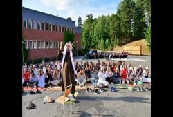 محكمة ستوكهولم تغرم سويديًا أساء لمسلمين أثناء صلاتهم العيد