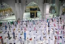صلاة الجماعة في المسجد الحرام بعد توقف 7 أشهر بسبب كورونا