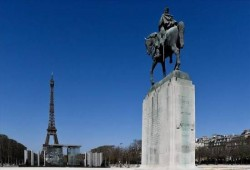 نائبة فرنسية تدين تنامي معاداة الإسلام في بلدها