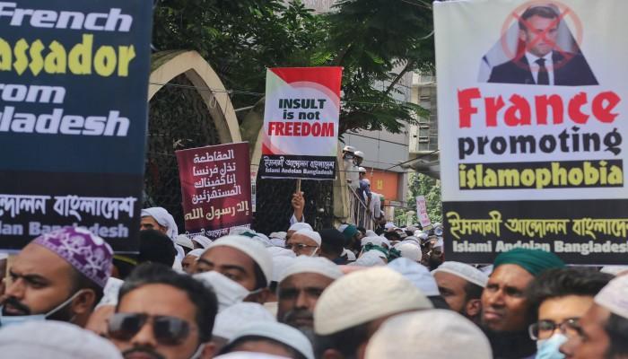 مسلمون وعرب يواصلون استنفارهم دفاعا عن الإسلام والنبي محمد