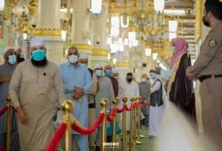 وسط أجواء خاشعة وإيمانية.. أول دفعة من معتمري الخارج تزور المسجد النبوي