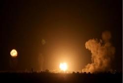 قصف صهيوني يستهدف 3 مواقع بغزة.. وحماس تستنكر تمديد فترة اقتحام الأقصى!