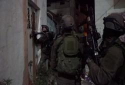 فلسطين المحتلة| إصابة عمال باختناق واعتقالات ومداهمات ومواجهات بالقدس والضفة