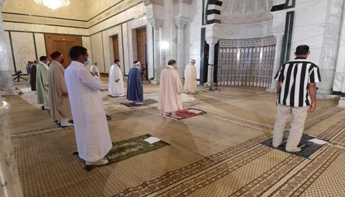 إعادة فتح المساجد في تونس ضمن إجراءات لتخفيف قيود كورونا