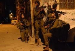 """""""أوبزيرفر"""": جيش الاحتلال يدهم بيوت الفلسطينيين بمعدلات مروعة شهريا"""