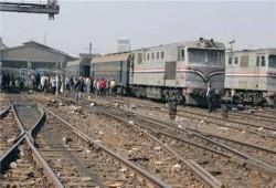 رغم مزاعم الانقلاب بتطوير السكك الحديدية.. قطار الصعيد يخرج عن القضبان