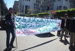 """عمال """"كفر الدوار"""" يواصلون الاعتصام احتجاجاً على هدم مصنعهم وتشريدهم"""