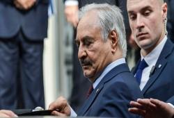 """""""الجارديان"""": تراجع نفوذ حفتر وسقوط هيبته وراء استئناف الحوار الليبي"""
