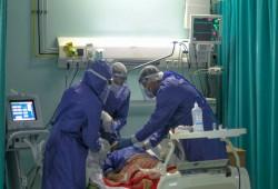 إصابات كورونا في مصر حوالي 50 ألفا يوميا.. وجهات أمنية تخفي البيانات