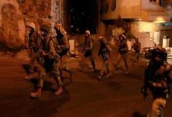 قوات الاحتلال تشن حملات دهم واعتقالات بالضفة الغربية