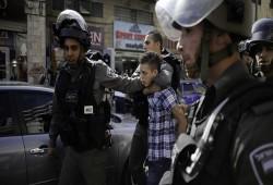 قوات الاحتلال الصهيوني تعتقل فلسطينيين بالضفة بينهم أسرى مُحَرّرُون