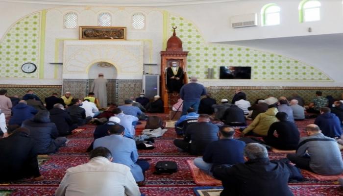 تطبيق للصلاة يتتبع تحركات المسلمين وببيع بياناتهم لمؤسسات فرنسية وأمريكية