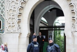 في حملة غير مسبوقة.. إغلاق 9 مساجد لمسلمي فرنسا