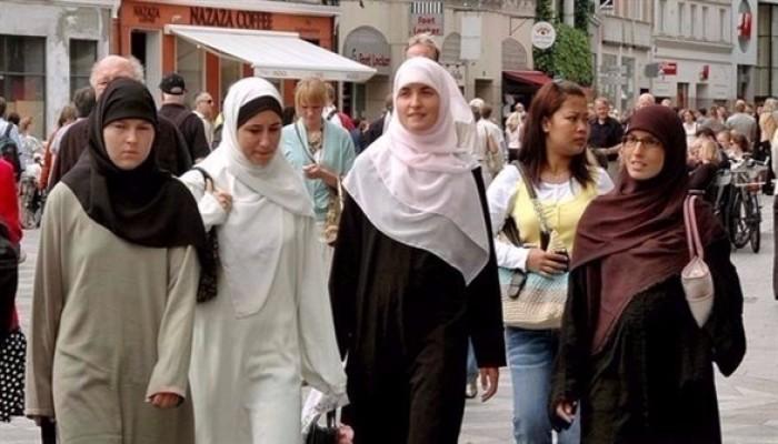 الحملة على الإسلام مستمرة.. وزيرة فرنسية: لا أحتمل رؤية فتيات محجبات