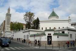 """3 هيئات إسلامية بفرنسا ترفض توقيع """"شرعة المبادئ"""" حول الإسلام"""