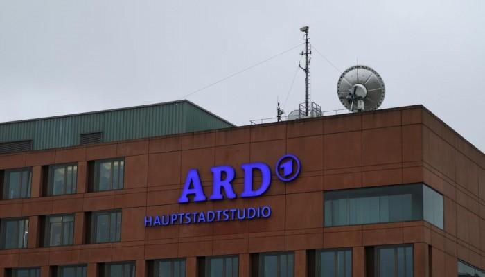 داخلية الانقلاب تعتقل 5 صحفيين يعملون في قناة ألمانية