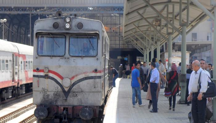 حكومة الانقلاب تفرض رسوما جديدة على تذاكر القطارات والسينما ورسائل البريد