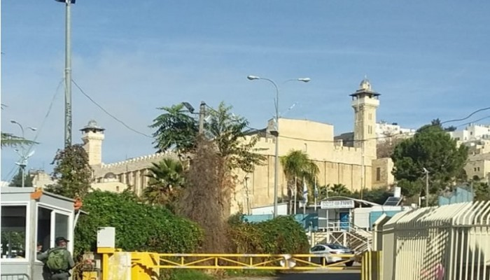 الاحتلال الصهيوني يواصل الاعتقالات بالضفة ويمنع ترميم المسجد الإبراهيمي