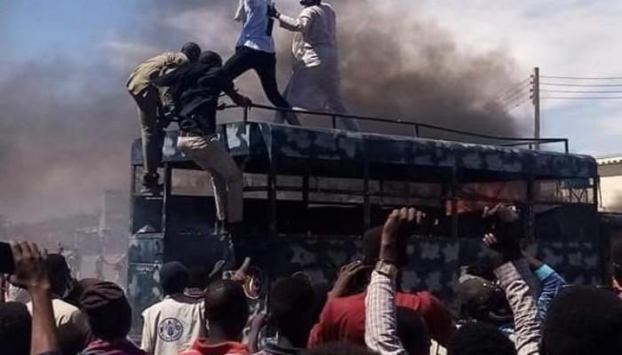 السودان.. استمرار المظاهرات والشرطة تطلق عليها الغاز بمدينة نيالا